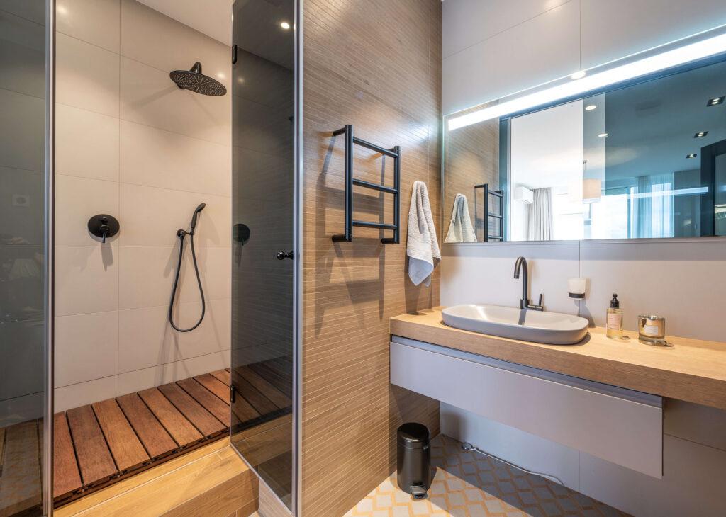 fliese-holz-badezimmer