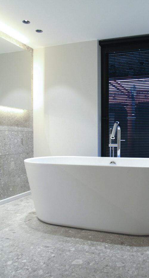 natrustein-boden-bad