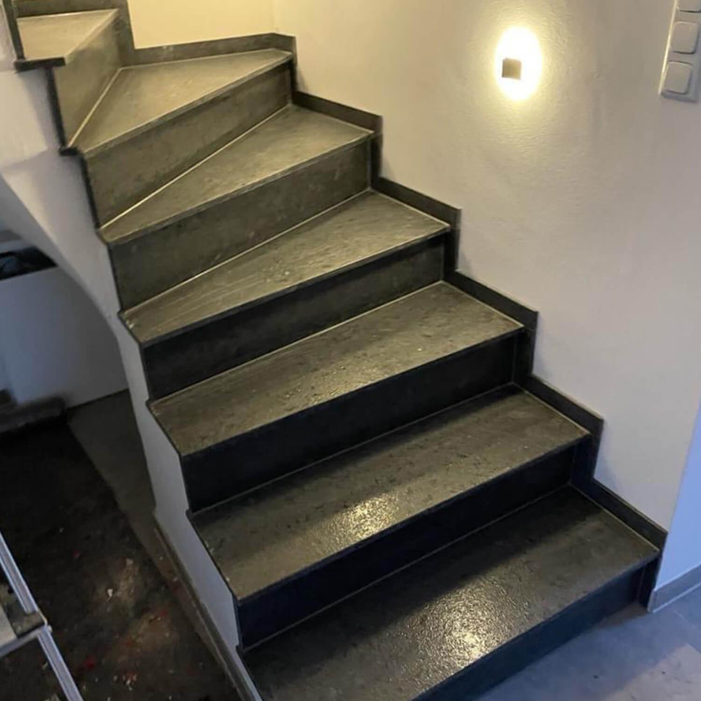 treppe-verkleidet-mit-granit