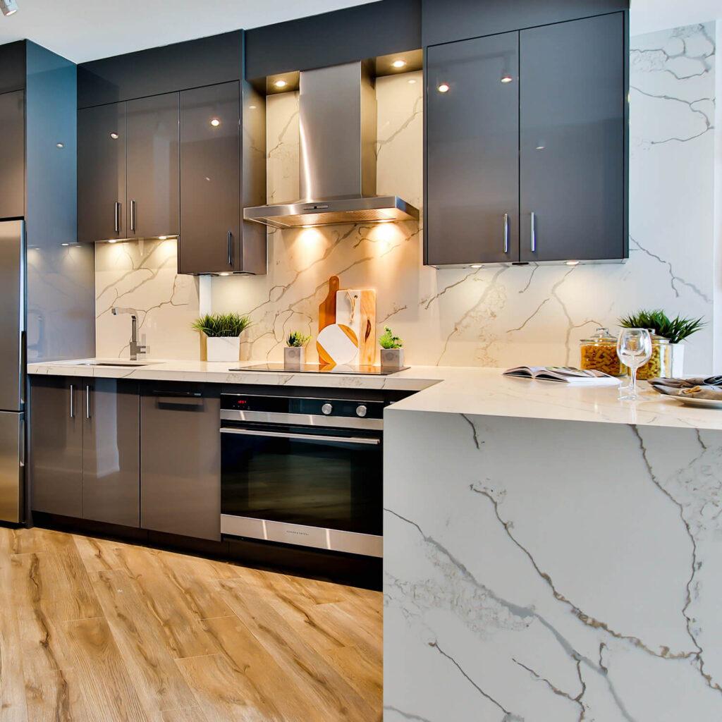 küchenarbeitsplatte-stein-rückwand