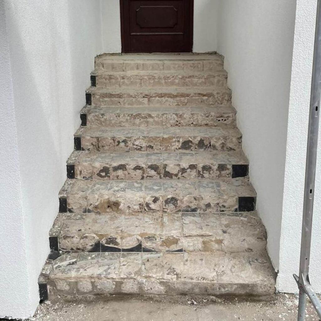aussentreppe-beton-natursteinverkleidung2