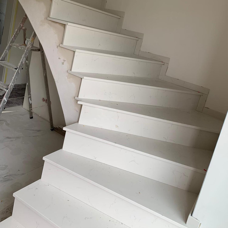 treppe-naturstein-weiß