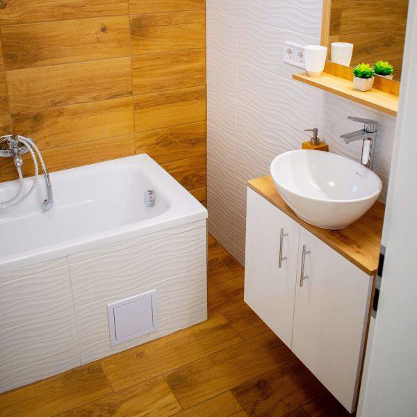 badezimmer-helle-holzfliese