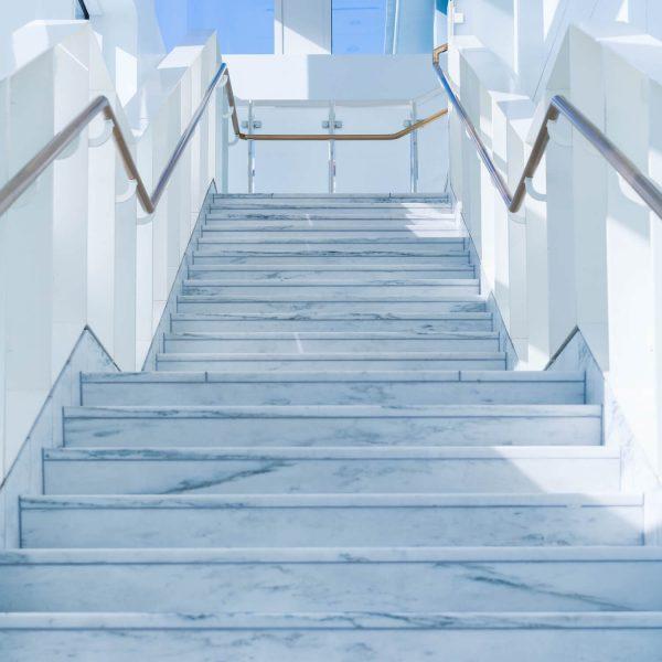 treppe-naturstein-büro